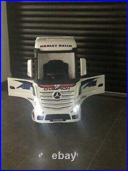 Mercedes kids lorry ride on